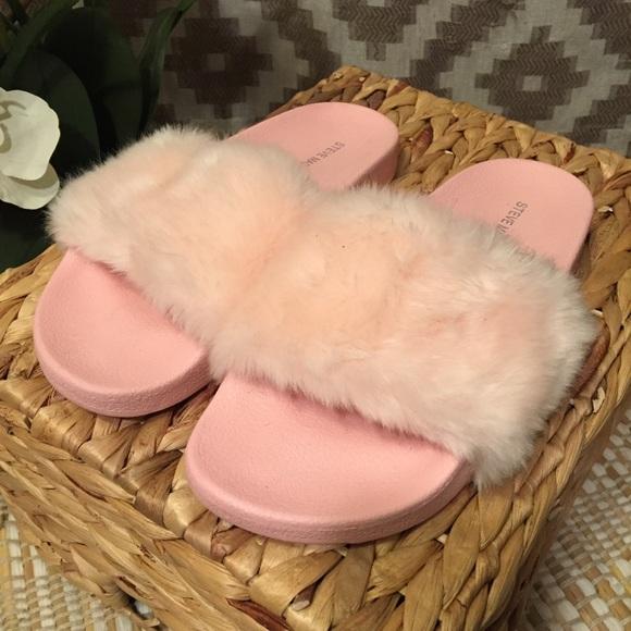 8c610f59644 Steve Madden Light Baby Pink Softey Fuzzy Slides. M 5ad2b676daa8f657c557de90